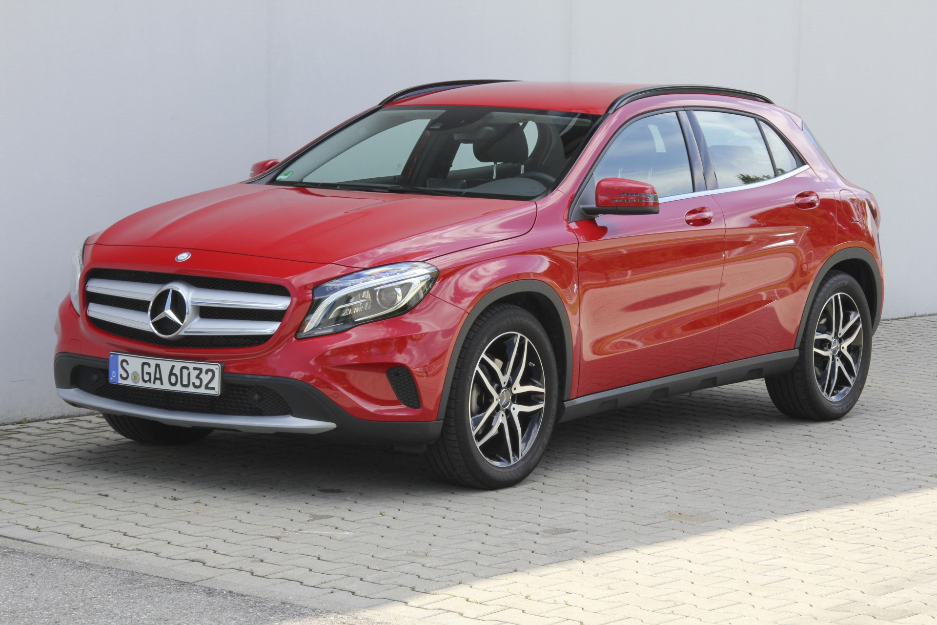 mercedes gla 200 test prijzen en specificaties. Black Bedroom Furniture Sets. Home Design Ideas