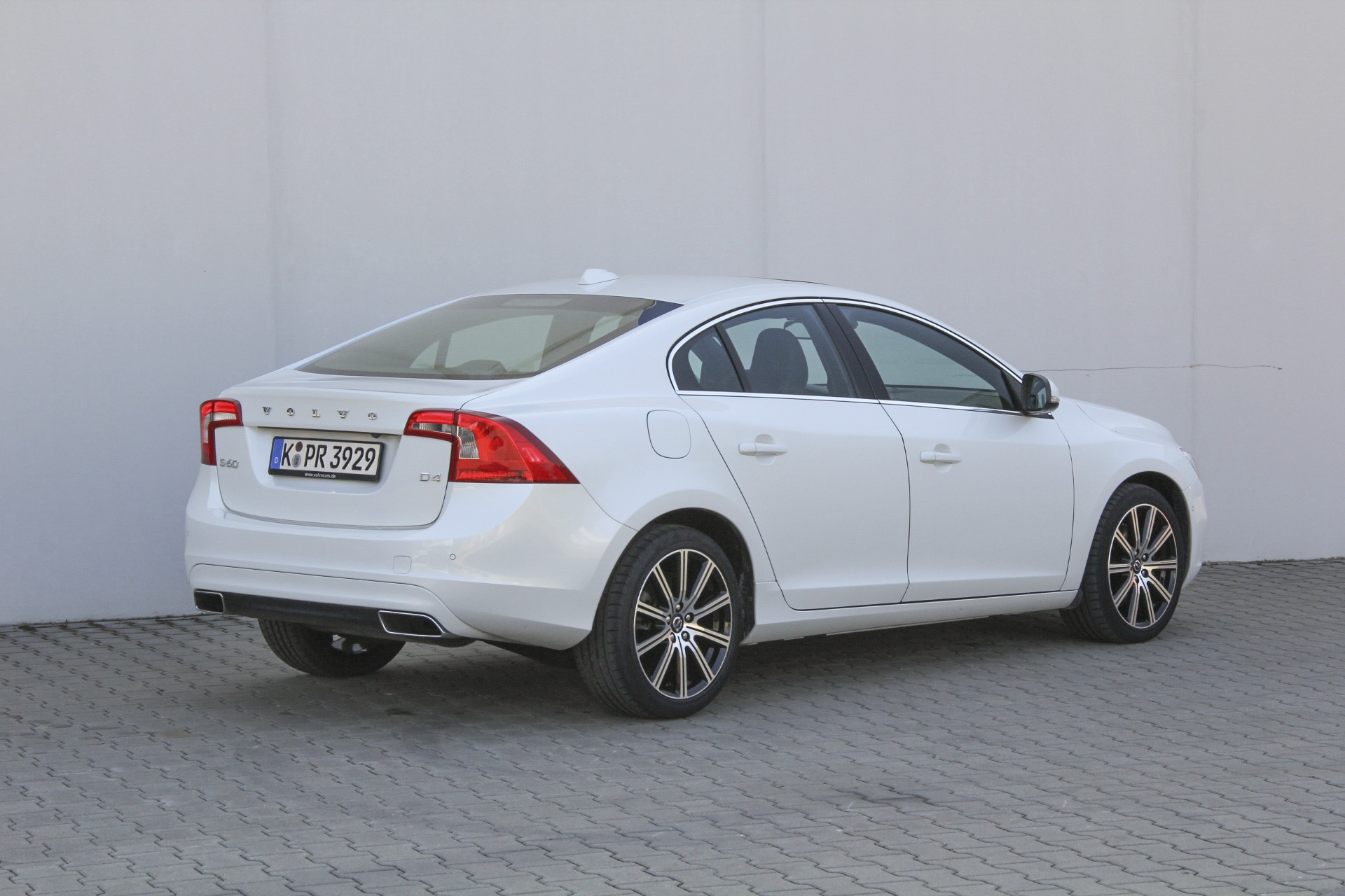 volvo s60 test prijzen en specificaties. Black Bedroom Furniture Sets. Home Design Ideas